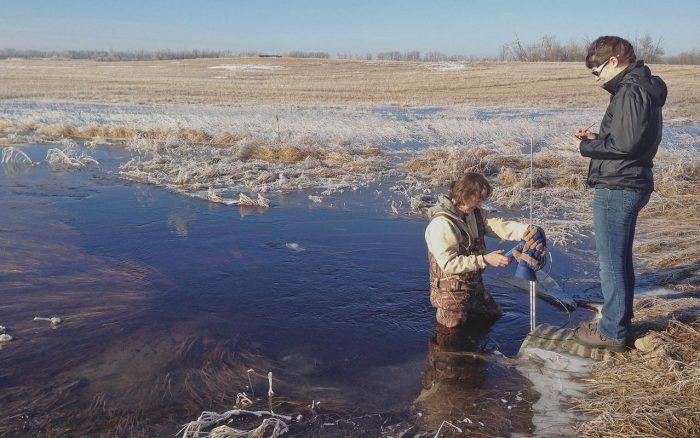 Pascal Badiou, chercheur scientifique des milieux humides de CIC (à gauche), a joué un rôle de premier plan dans une partie des parcours de milieux humides, en se consacrant surtout au milieu humide sur sol minéral en eau douce.