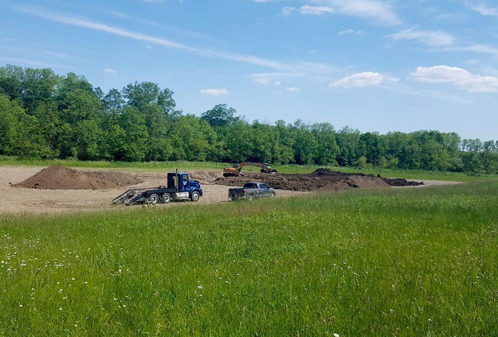 À l'été 2017, les travaux de restauration allaient bon train dans ce petit projet de milieu humide situé sur une propriété agricole de 109,2 hectares à la lisière de la rivière Thames.