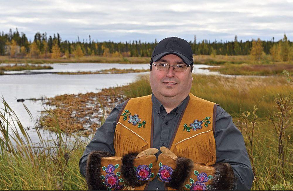 Barrett Lenoir collabore avec des partenaires pour promouvoir les priorités conservationnistes de CIC dans les Territoires du Nord-Ouest.