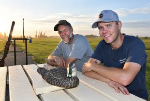 Rob Lamont et Pat Lamont : Un père et son fils forment un duo champion du tir à la cible… et du bénévolat