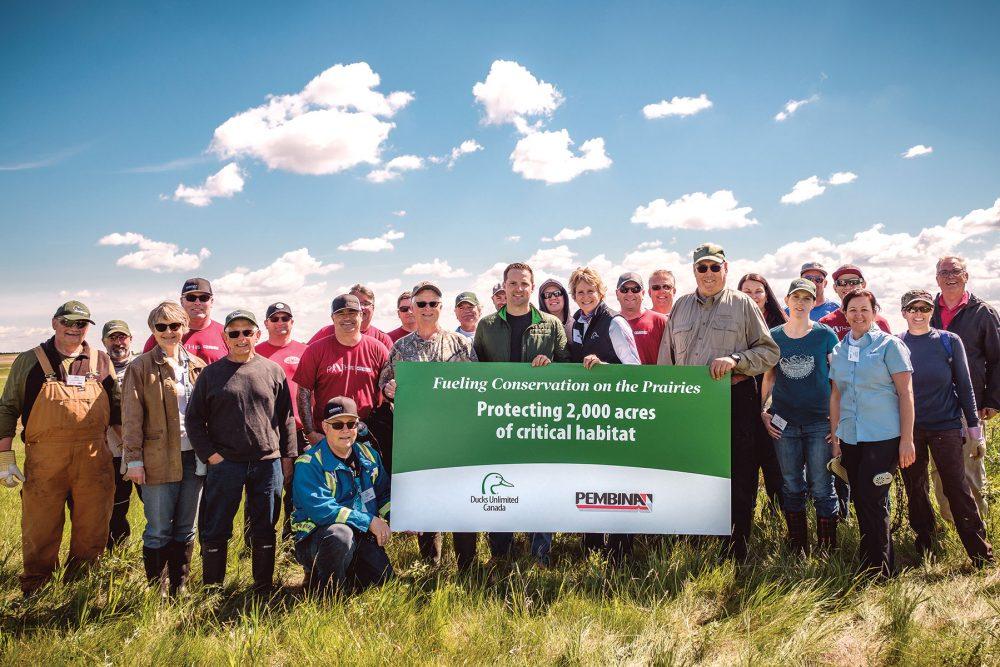 Des représentants de CIC et de la Pembina Pipeline Corporation se sont réunis sur le site du projet Cherry en Alberta afin de saluer un nouvel investissement audacieux de un million de dollars dans la conservation. Ce projet est l'un des plus importants qui sera réalisé en Alberta et en Saskatchewan grâce au concours financier de Pembina.
