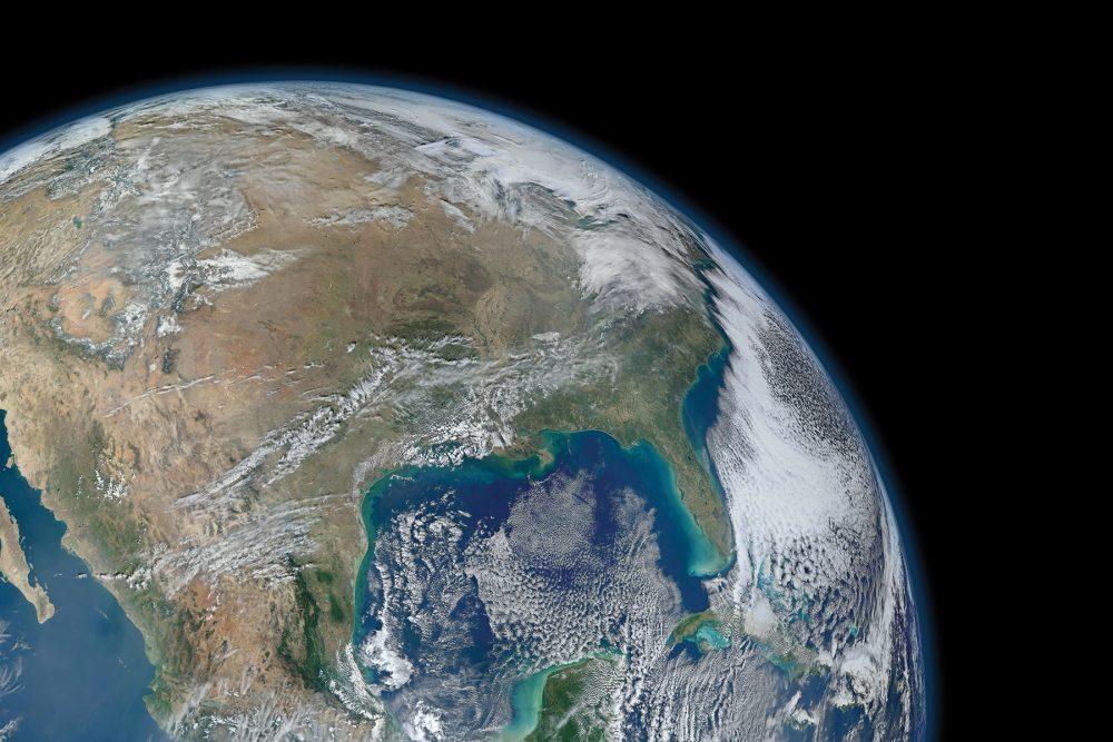 Dans l'espace, le parc de satellites d'observation terrestre de la NASA continue de fonctionner, en transmettant des images qui révèlent une amélioration prodigieuse de la qualité de l'air de notre planète.