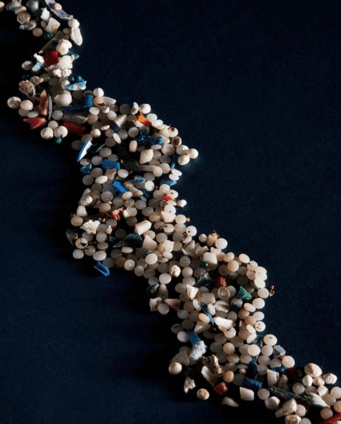Traci Blacksmith affiche sur Instagram les granulés de plastique ramassés dans la rivière des Outaouais.