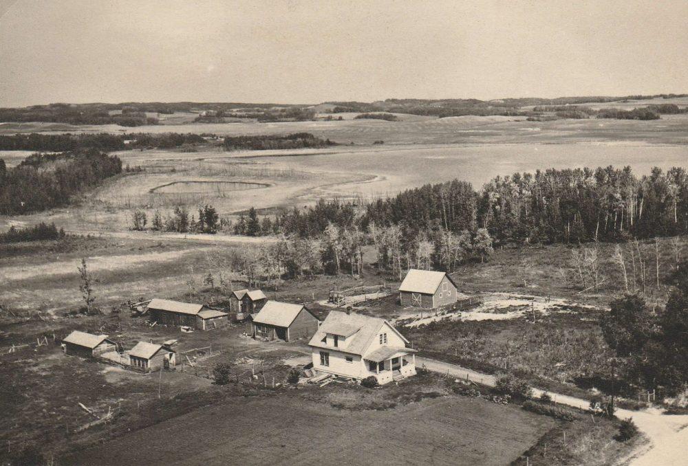L'exploitation agricole que la famille appelait « Domaine Elsie », tel qu'il apparaissait avant 1963 lorsqu'un grave incendie a rasé environ un tiers de la cour.